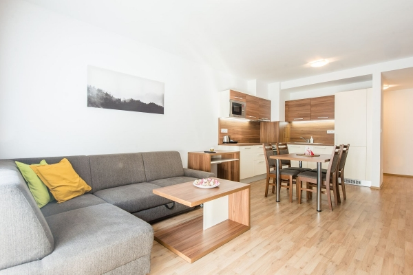 Dvojlôžkový apartmán s balkónom